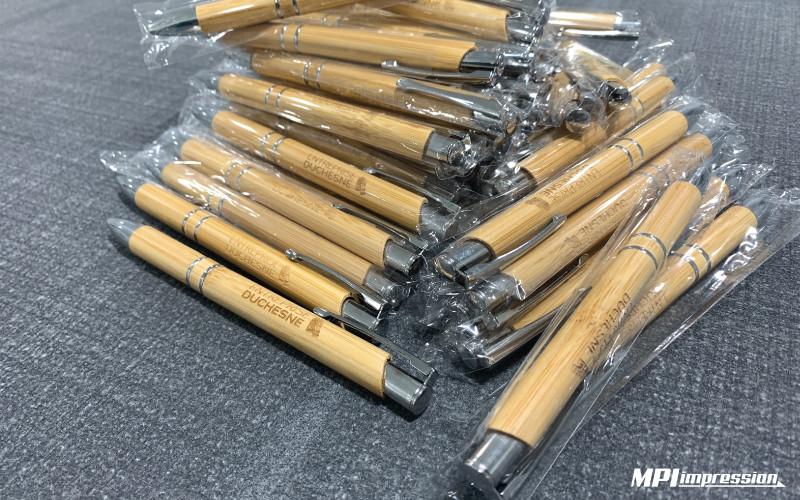 Lot de stylos à bille personnalisés en bois gravés